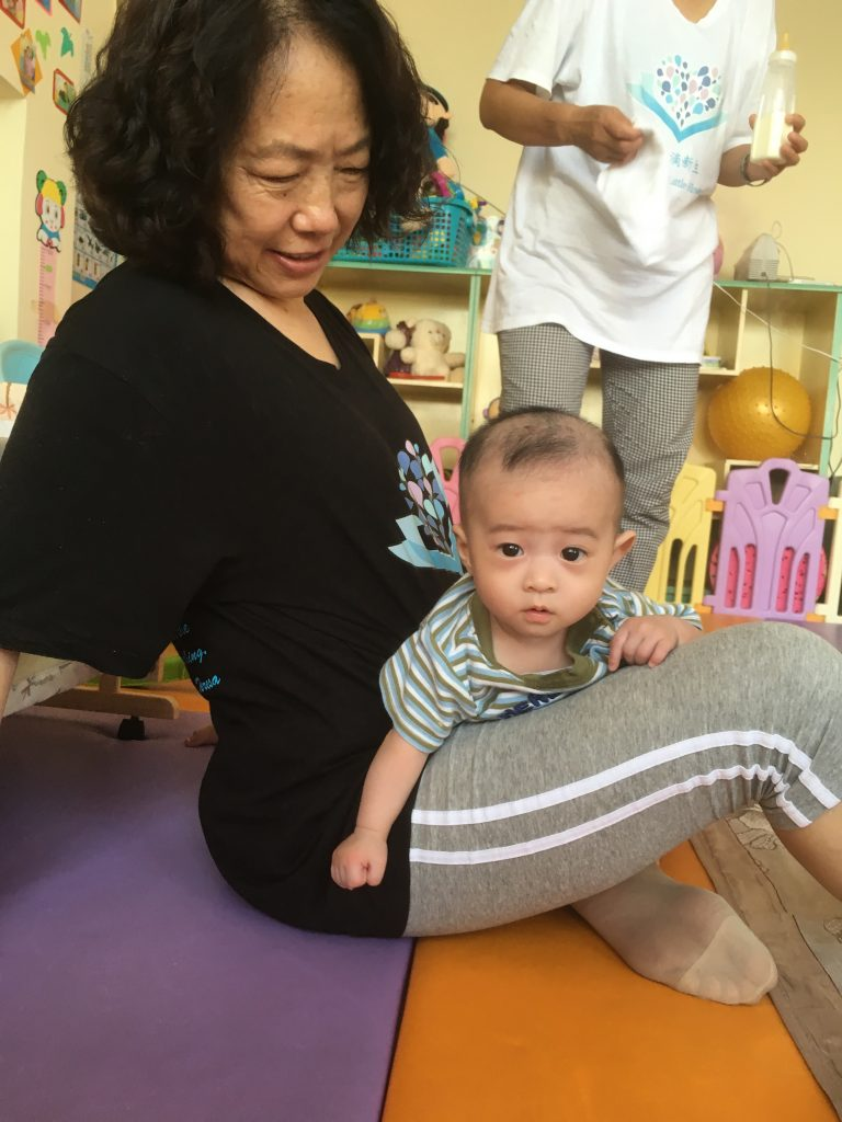 Baby Cheng playing with Qin Mama