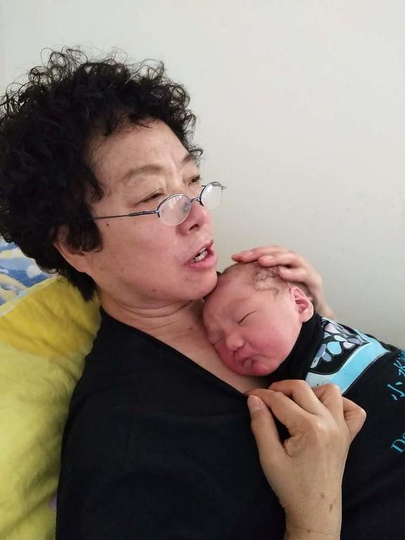 Qin Mama providing kangaroo care